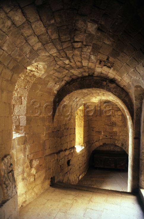 Interior de un pasadizo del Castillo de Loarre Huesca  3DIGITALA